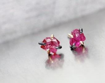 Small Raw Ruby Stud Earrings 10K Yellow Gold Oxidized Silver Elegant Black Pink Red Rough Gemstones Natural Gems July Birthstone - Rubinchen