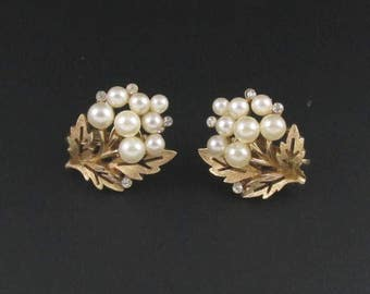 Trifari Pearl Earrings, Trifari Leaf Earrings, Faux Pearl Earrings, Trifari Earrings, Gold Earrings