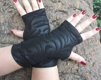 Black fingerless  gloves  with black print Completely Lined