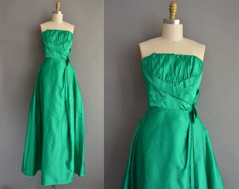 strapless holiday party dress. vintage 1950s dress. 50s Kelly green satin statement vintage dress.