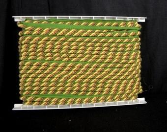 ART 3 9162 Green Red Gold Lip Cord Trim
