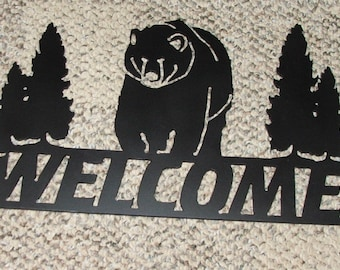 Welcome sign with bear in satin black