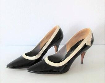 40% OFF SALE Vintage 1950's Black and Cream Stiletto Heels / Size 7 Woman's Esquire Shoes DeLiso Debs Pumps