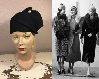 Gaggling Giggles of the Gals - Vintage 1930s Black Felt Structured Calot Hat w/Large Pearl