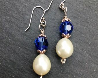Boucles d'oreilles de cristal bleu. Saphir bleu boucles d'oreilles, Sterling argent cristal Swarovski boucles d'oreilles, solde