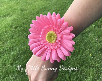 Daisy Corsage, Wrist Corsage, Baby Shower, Its a Girl, Its a Surprise, Reveal, Flower Girl, Bridesmaid, Bracelet, Wedding Accessory, Bridal