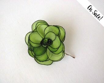 Green rose silk flower hair pin - hand painted silk rose bobby pin - natural silk - ***Item on sale*** Previous price : 13 EUR