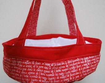 Cake carrier, red casserole bag, closed with drawstrings