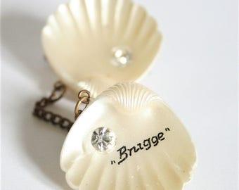 Vintage souvenir brooch. Bruges brooch. Souvenir of Brugge. 2 shell brooch. Double brooch