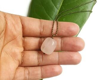 Rose quartz  pendant necklace- modern quartznecklace- rose quartz nugget necklace