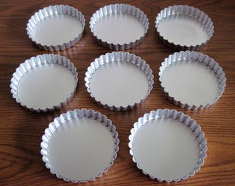 8 Vintage Metal Round Tart Pans Tins  Removeable Bottoms