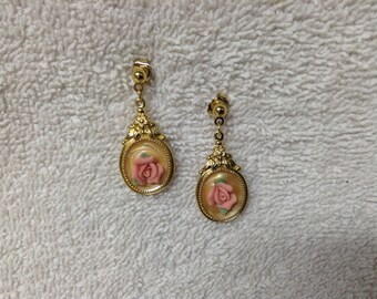 "Avon Ear Rings Stud Earrings Goldtone Finish Rose Motif Vintage 1989 Size 1"" x 1/2"""