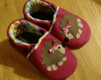 Baby girl pink hedgehog shoes size 6/ 18-24 months