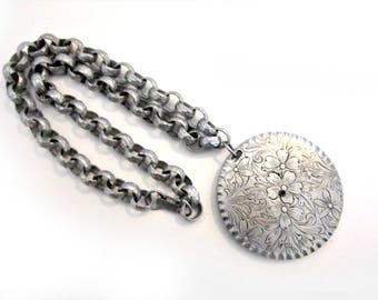 Vintage Floral Necklace Hammered Silver Aluminum Chunky Chain Choker Large Medallion Etched Flower Pendant Light Weight