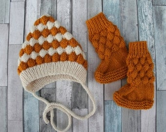 Bobble Pixie Bonnet and Booties Baby Set.Mustard Baby Booties. Mustard/Cream Baby Pixie Bonnet. Retro Baby Set.