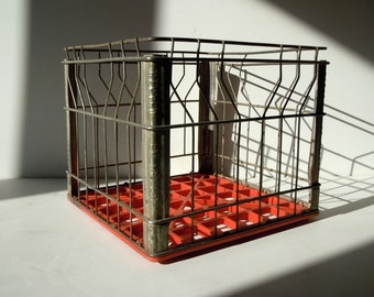 Vintage Metal Wire Crate / Vintage Metal Milk Crate / Metal Crate with Red Plastic Bottom/ Storage Organization / Wire Basket / Red Silver