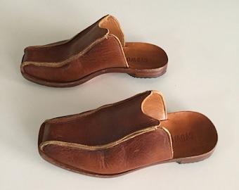 Cydwoq Handmade Leather Shoes/Leather Clogs/Brown Leather Clogs/Size 7.5/ Vintage Cydwoq/Made in the USA/Amazing Quality/ By Gatormom13