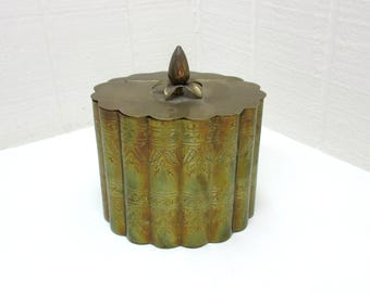Vintage Andrea By Sadek Brass Scalloped Hinged Lid Trinket Box With Pineapple