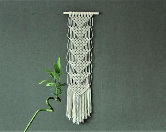 Macrame wall hanging on bamboo - Bohemian macrame wall hanging - Handmade - Wall Art - Boho Macrame home decor - White