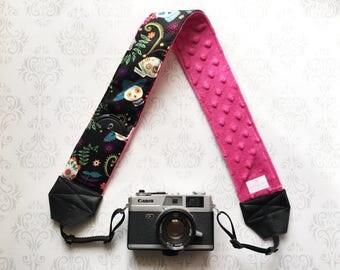 DSLR Minky Camera Strap, Padded with Lens Cap Pocket, Nikon, Canon, DSLR Photography, Photographer Gift, Wedding - Sugar Skulls with Fuschia