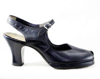 Size 6 1940s Platform Shoes - Navy Blue Leather Peep Toe Pumps - Classic & Elegant 40s Deadstock Shoe - 6 AA Narrow Slingbacks - 48208