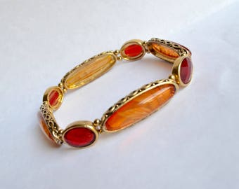 1950s Reverse carved Amber lucite & red faceted stretch bracelet / 50s plastic cabochon bracelet