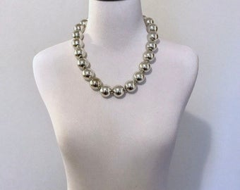 1950s silver metallic shiny beaded necklace