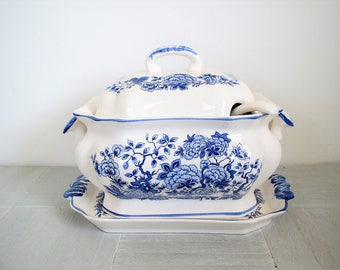 Vintage soup tureen/ blue and white/ floral pattern