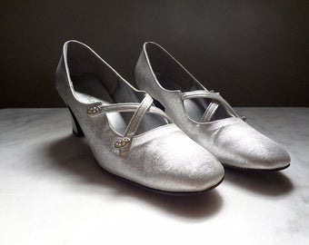 1960s Silver Pumps - vintage QualiCraft mod chunky heel dress shoes with rhinestone detail size 7.5AA