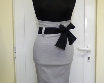 Stylish and elegant ladies straight skirt in gray with cerric belt.