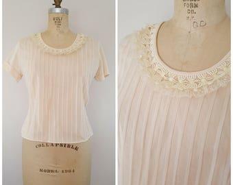 Vintage 1950s Light Beige Nylon Blouse / Short Sleeves Blouse / Pleated Blouse / Medium