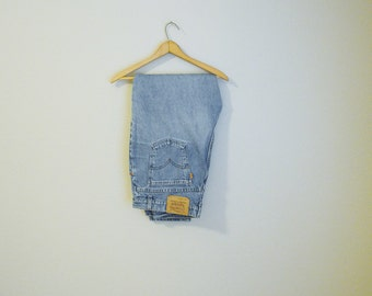 Vintage 80s 90s Levi's 9922 Tapered Leg Short Length Womens Jeans // size 18 short // 38x29 -- USA made