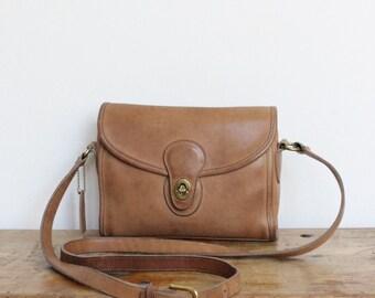 SALE Vintage Coach Bag // Devon Bag Leather Messenger Pre 9908 // Camel Tan Crossbody Bag