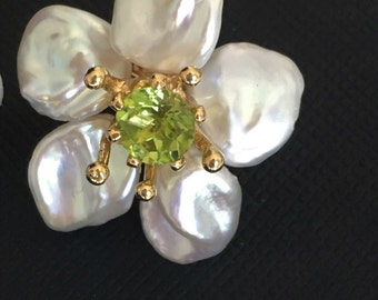 Pearl flower pendant- Keshi pearls with peridot center stone