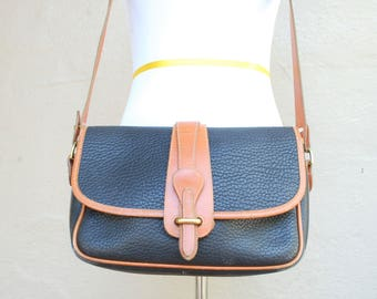 Vintage Authentic Dooney & Bourke Black British Tan All Weather Leather Crossbody Stewardess Classic Purse Shoulder Bag Handbag Boho Hipster