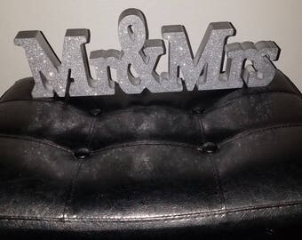 Mr and Mrs   wood  sign table top     craft.  wedding.    centerpiece