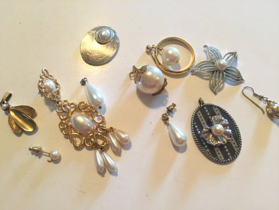 Stunning Lot of Vintage Salvaged Pearl Jewelry Pieces Perfect For ...