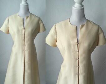 Vintage 1960s Off White Shantung Mod Dress, Large Size