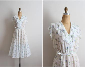 70's White Floral Sheer Dress /Ruffle Collar Dress /Semi Sheer Day Dress / Size S/M