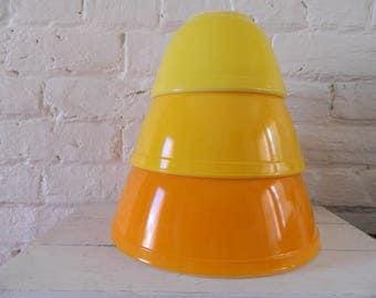 Vintage Pyrex Nesting Bowls - Set of 3  Orange-Yellow-Citrus - Pyrex 401 402 403