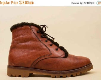 25% OFF 70s 80s Vtg Genuine SHEARLING Fur Lined Honey Brown Leather Ankle Boots / HIPPIE Boho Winter Lace Up Chunky Tread Hiking Shoes 6 6.5