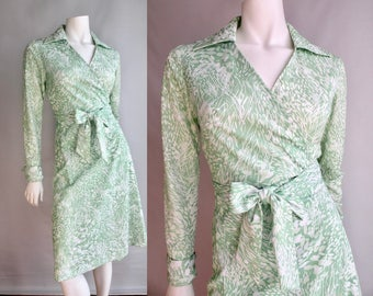 70s Green and White Leaf Pattern Wrap Shirt Dress - S  M