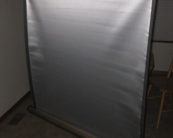 Radiant Portable Projector Screen 40 X 40 collectible