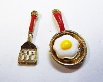 7 -17mm Spatula and Frying Pan Charms, 1 Pair (Y43)