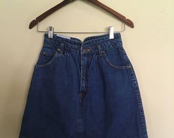 Vintage Denim Skirt, Tres Jolie Skirt, size 7 8 vintage Skirt, Short Denim Skirt, Womens Denim Skirt, Retro denim mini skirt, Hipster skirt