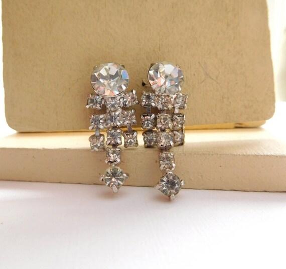Vintage Clear Rhinestone Silver Tone Drop Dangle Screw Back Earrings Jewelry L14