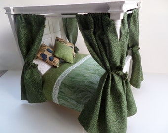 112th 4 poster bed dressed in green