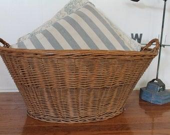 Vintage Large Wicker Basket // French Country Farm House Laundry Basket // Aged Honey Patina