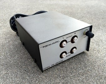Realistic -- Vintage stereo preamplifier in box -- Made in Korea