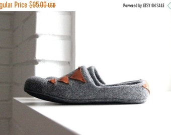 Men slippers - grey wool clogs with leather detais - felted wool slippers - house shoes - made to order - Valentines gift - gift for him